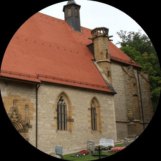 Außenansicht der weltberühmten Hergottskirche Creglingen aus dem Hergottsal