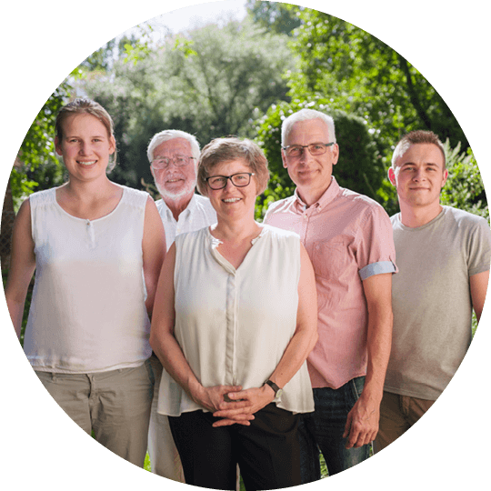 Group portrait of the Schulz family with Lina Schulz, Jürgen Schulz, Carola Schulz, Oliver Schulz and Karl Schulz
