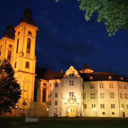 Innenhof des Deutschordenschloss in Bad Mergentheim bei Nacht.