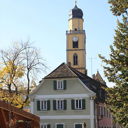Ein Kirchturm in Bad Mergentheim.