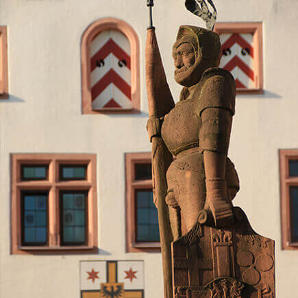 Statue des Milchlings auf dem Marktplatz in Bad Mergentheim.
