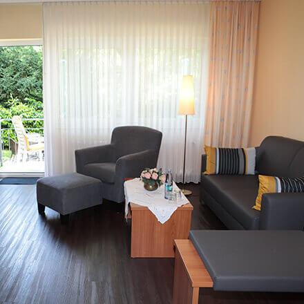 Großzügige Sitzgelegenheit im Komfort-Doppelzimmer im Hotel Alexa Bad Mergentheim