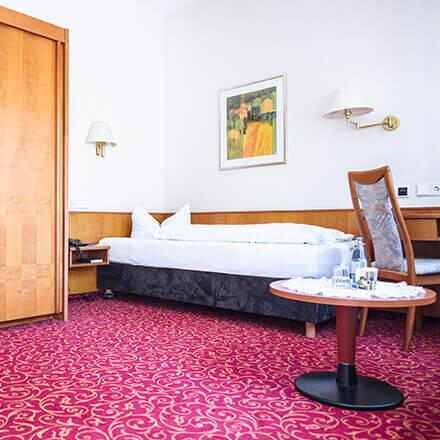 Bett im Komfort-Einzelzimmer im Hotel Alexa Bad Mergentheim