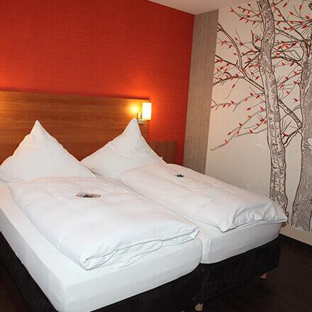 Doppelbett in der Suite Amalie im Hotel Alexa Bad Mergentheim