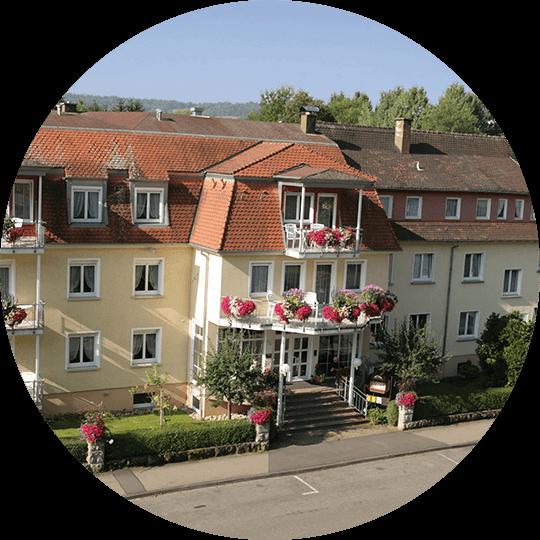 Außenansicht vom Eingangsportal Hotel Alexa Bad Mergentheim