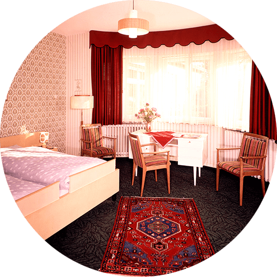 View into a historic double room in Hotel Alexa around 1976