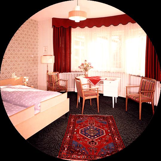 Blick in ein historisches Doppelzimmer im Hotel Alexa um 1976
