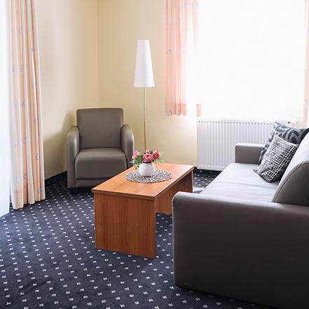 Wohnbereich der Suite Heinrich im Hotel Alexa Bad Mergentheim